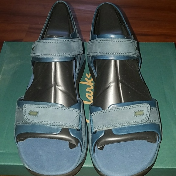 3ef8cc538 NEW Clarks Sunchant Leather Sandals in Blu2r. Sz 8
